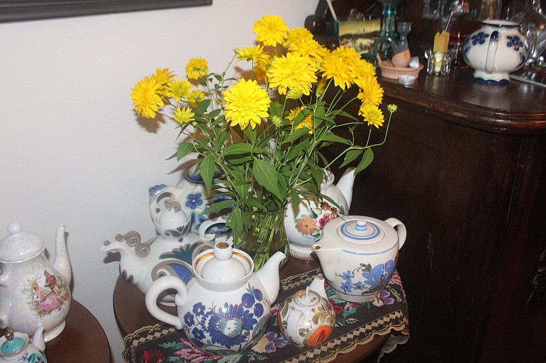 Калекцыя шклянога посуду ў карціннай галерэі ў Навагрудку
